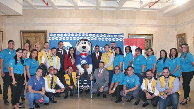 Caja de Ahorros y Teletón 20-30 firman convenio por las familias panameñas