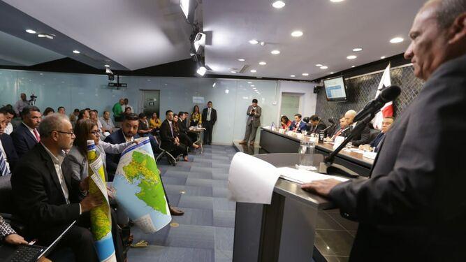 Ministro de Ambiente responde cuestionario relacionado con la deforestación en Darién