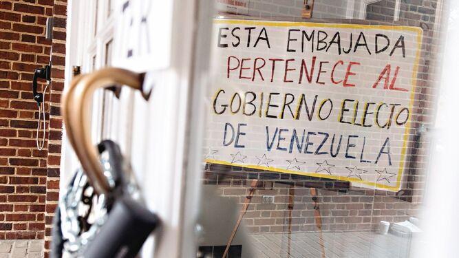 EU, dispuesto a desalojar embajada si Guaidó lo dispone