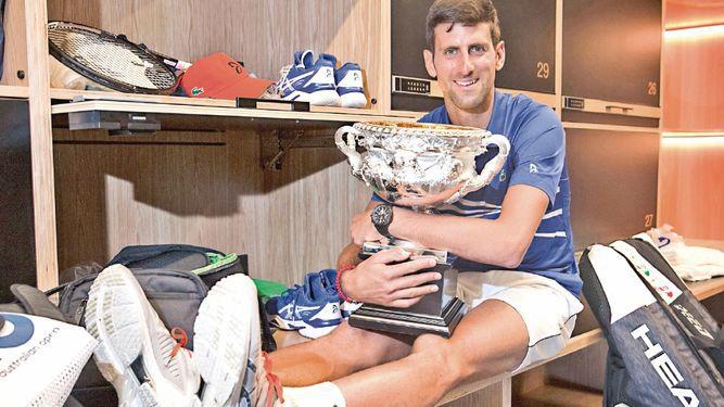 Djokovic no da opción a Nadal y escribe la historia