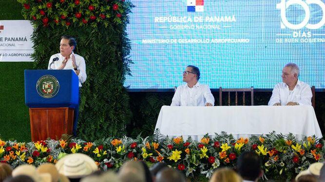 Presidente Cortizo sanciona ley del FECI durante acto en Divisa