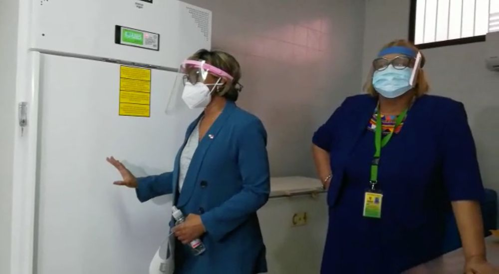 Instalan el primero de los cuatro congeladores para la vacuna contra la Covid-19