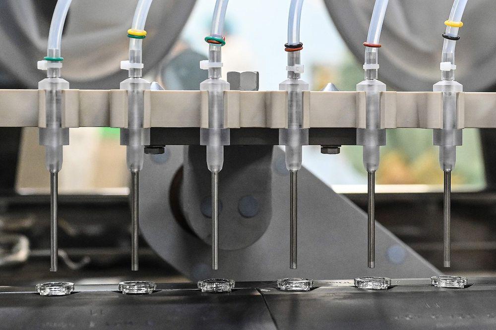 Países ricos acaparan la mitad del futuro suministro de la vacuna Covid-19, dice Oxfam
