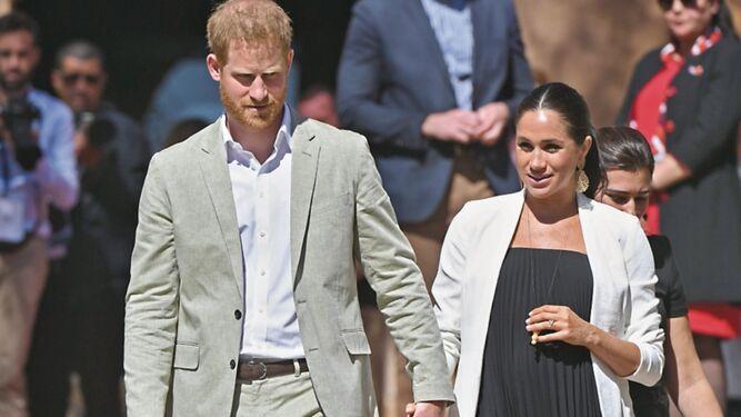 Fanáticos de la realeza británica esperan al bebé de los duques de Sussex