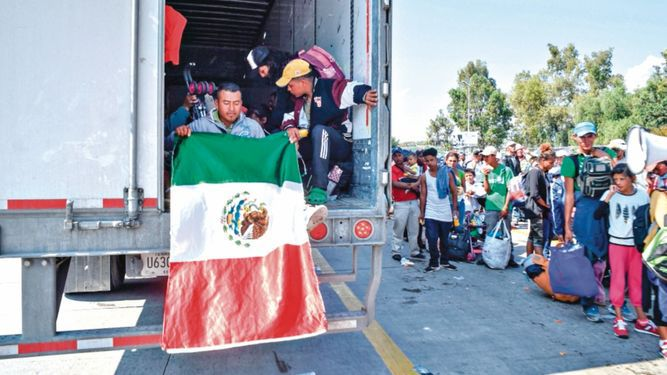 Caravana de migrantes sigue su paso por México