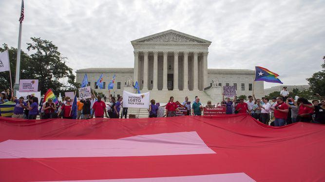 Corte Suprema de Estados Unidos extiende el matrimonio gay en el ámbito nacional