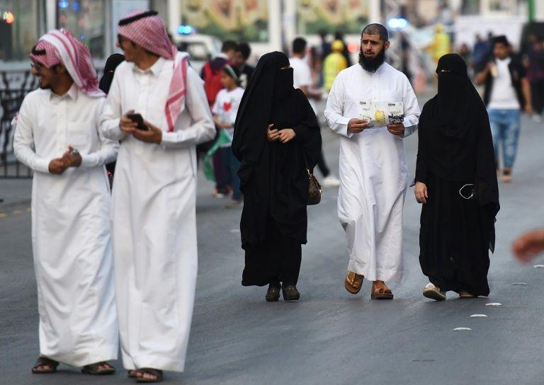 Centenares de detenciones en Arabia Saudita por 'indecencia' y 'acoso'