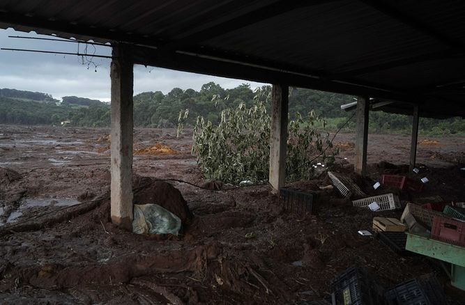 Se eleva a 150 muertos el balance del desastre minero en Brasil