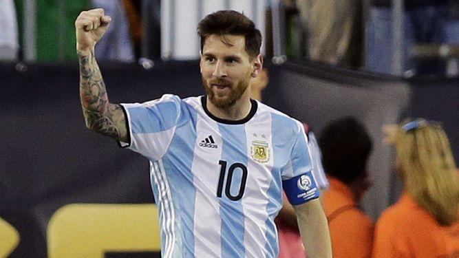 Messi anota, empata récord y Argentina pasa a semifinales