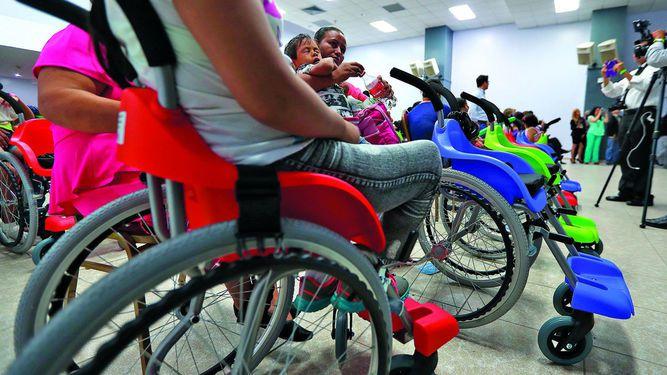 Donan sillas de ruedas para niños