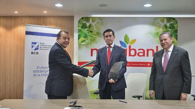 Multibank firma acuerdo con el BCIE