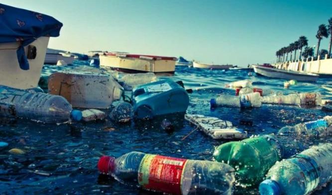 ONU quiere intensificar lucha contra la contaminación de plásticos en los oceános