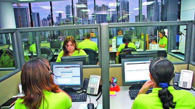 Escasez de personal afecta a 'call centers'