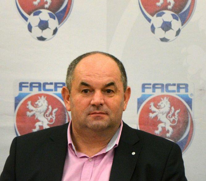 Detienen al presidente de la Federación Checa de Fútbol
