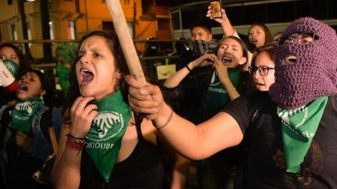 Congreso de Ecuador vota en contra de la despenalización del aborto