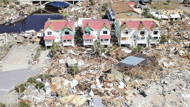 Miles buscan agua y comida tras paso del ciclón Michael