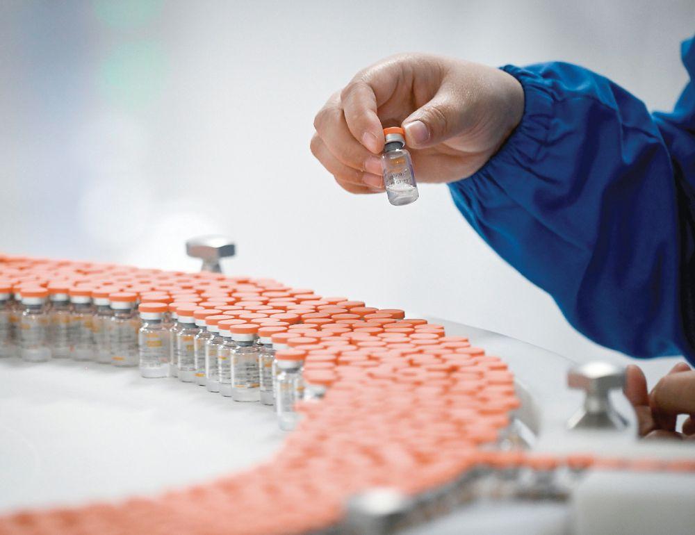 China se une a plan de vacuna de OMS; llena vacío que dejó Trump