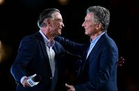 Macri y Fernández cierran campañas electorales en Argentina