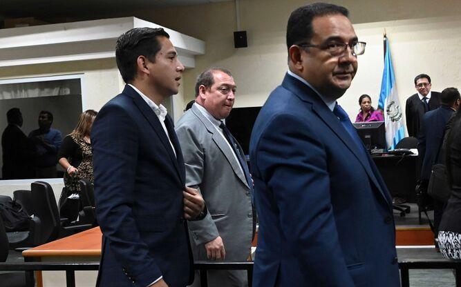 Absuelven a hijo y hermano del presidente de Guatemala acusados de corrupción