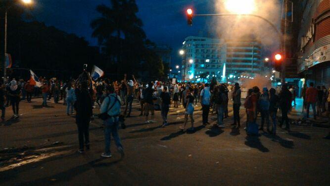 Policía niega uso de armas de grueso calibre durante las protestas por las reformas constitucionales