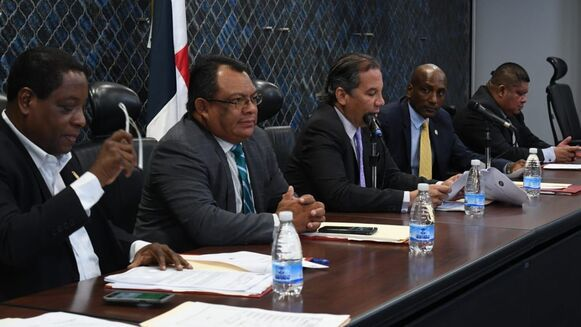 Comisión legislativa rechaza 'por lesivo' el proyecto de ley del contrato con Minera Panamá
