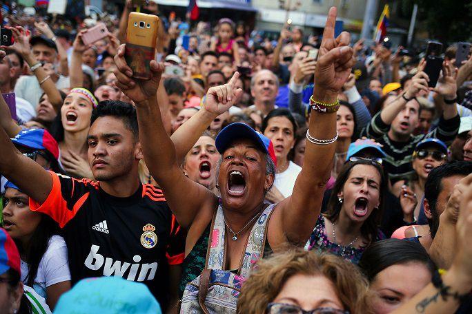 'Venezuela va a salir de la penumbra' , promete Guaidó durante protesta por el apagón