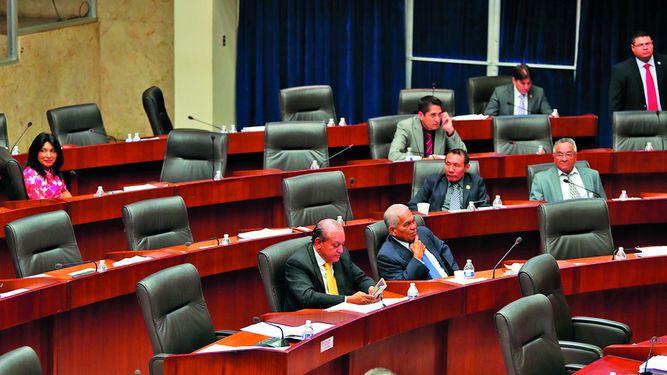 Asamblea Nacional  pasa leyes a tambor batiente