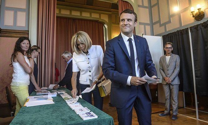 Francia: Macron se encamina hacia mayoría absoluta en legislativas