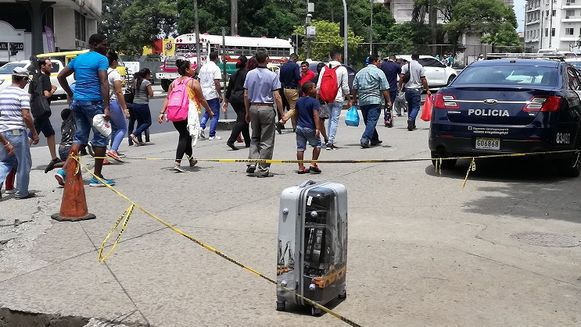 Reabren la Plaza 5 de Mayo; expertos informaron que la maleta estaba vacía