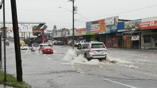 Fuerte lluvia y vientos afectan varias regiones del país