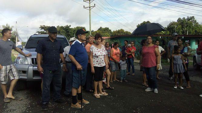 En Pocrí protestan por el atraso en la construcción de calles