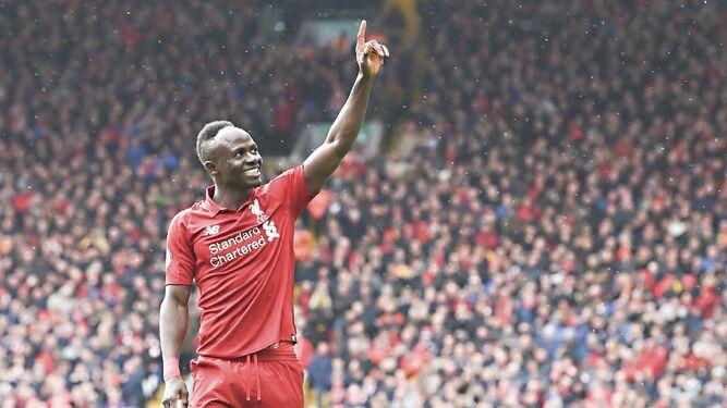 Liverpool sigue de cerca al Manchester City