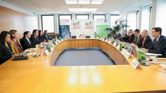 Varela: empresa austríaca presenta propuesta de teleférico en el Canal