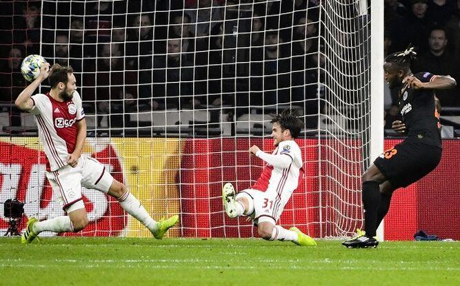 Chelsea logra valiosa victoria como visitante sobre el Ajax