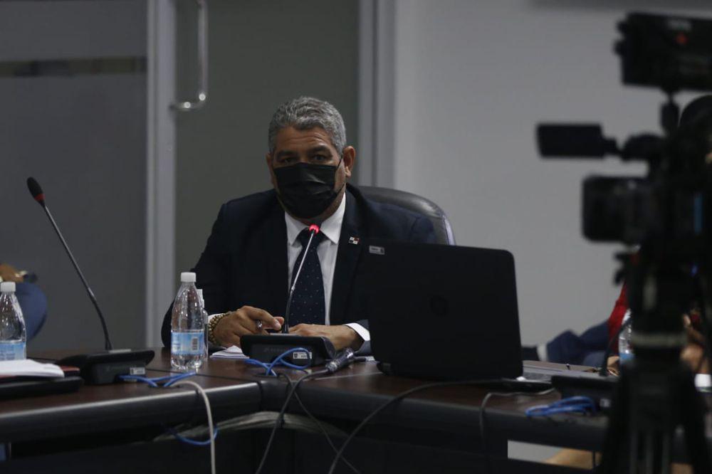 Ministro Sucre: 'no vamos a permitir que el plan de vacunación continuo se rompa'