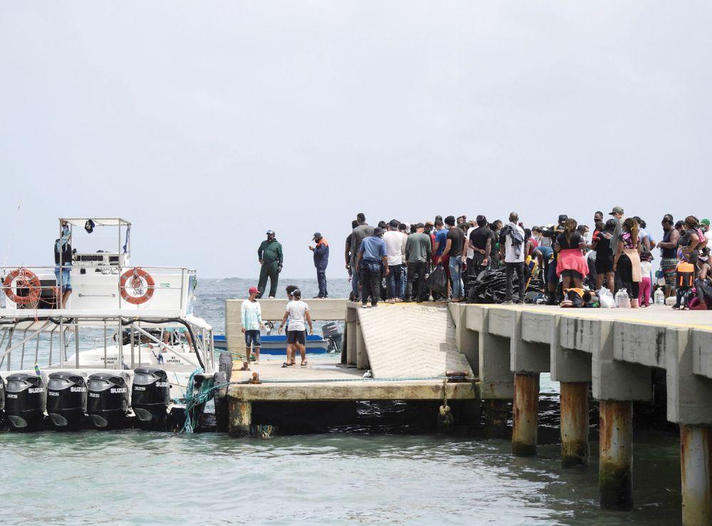 Por día salen hacia Panamá unos 800 migrantes de Necoclí, Colombia