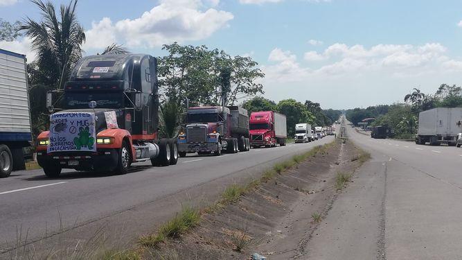 Conductores protestan contra ley que regula el transporte de carga