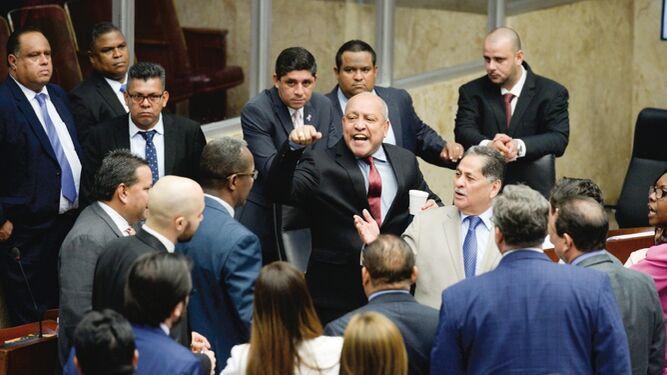 Gritos y amenazas en la Asamblea