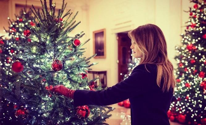 Melania Trump  presenta las decoraciones navideñas de la Casa Blanca