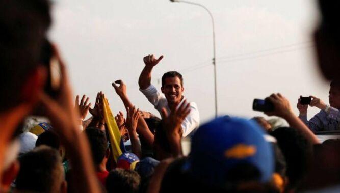 Guaidó cumple dos meses de proclamación sin lograr quebrar apoyo militar a Maduro