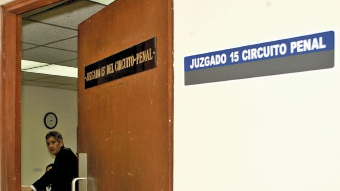 Jueza que exoneró a De Lima, con historia de investigación y sanciones