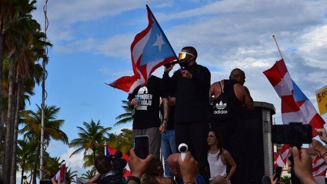 Miles de manifestantes exigen la renuncia del gobernador de Puerto Rico