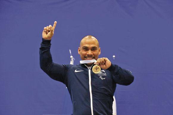 El periplo de Rey Dimas por una medalla de oro