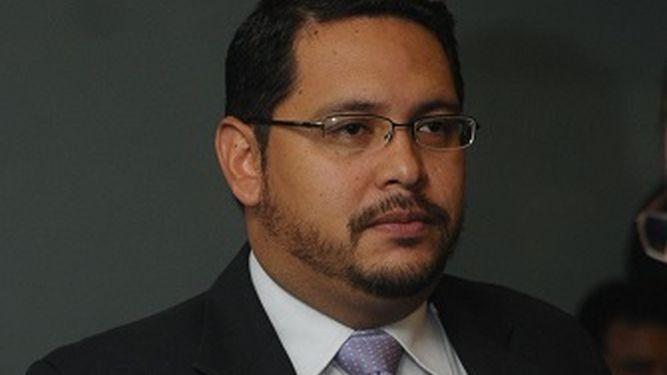 Procurador Rigoberto González reprende a director de la ATTT