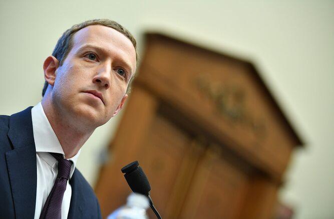 Facebook recibe nuevas críticas por permitir falsedades en avisos políticos