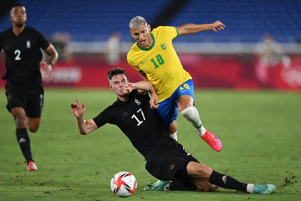 México y Brasil golean, España empata y Argentina cae en inicio del fútbol masculino de Tokio 2020