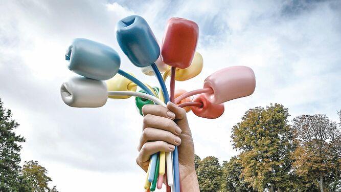 Koons inaugura su 'Ramo de tulipanes' en París