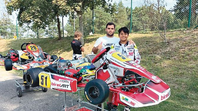 Piloto panameño prueba suerte en carrera de Bélgica