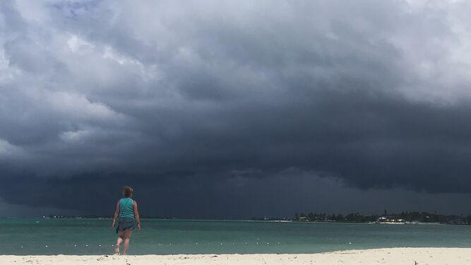 La tormenta Humberto llega a Bahamas, devastada por el paso de Dorian