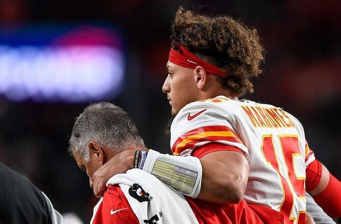 Los Chiefs respiran: Mahomes fuera por solo tres semanas